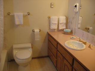 Room 14 - Full Bathroom